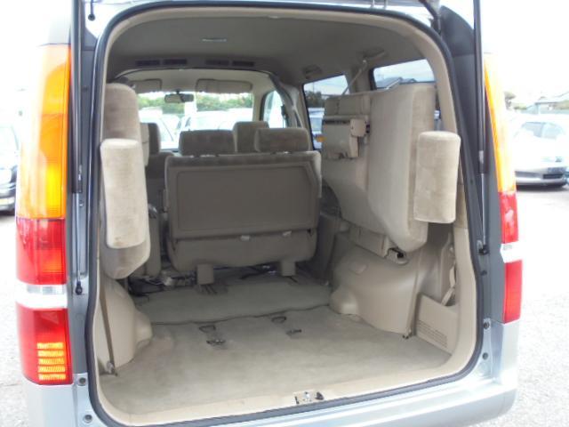 サードシートを収納すると大きな荷物も楽に積めちゃいます。