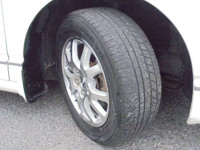 純正16インチアルミホイール!タイヤサイズは215/60R16です。