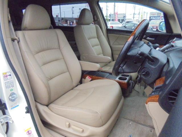 本革シート!運転席はパワーシート装備!!