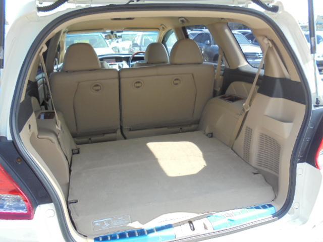 サードシートを収納すると広めのラゲッジスペースとして使用できます♪