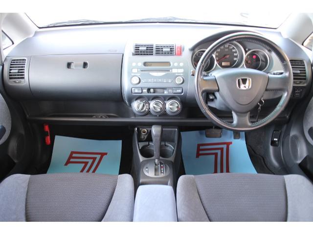 広々とした車内は見通しもよく運転がしやすいです。