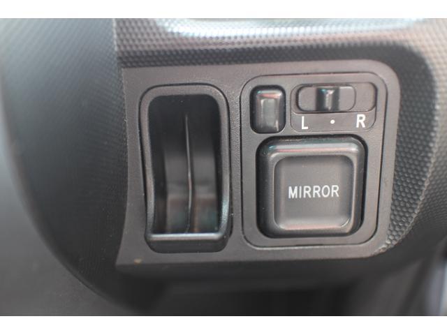 電動格納ミラー付きなので車内から簡単にミラーの開閉が可能です。