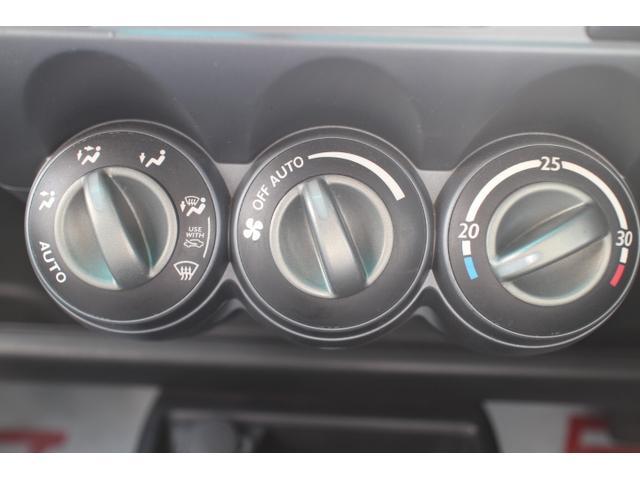 オートエアコンで車内はいつでも快適に保つことができます。