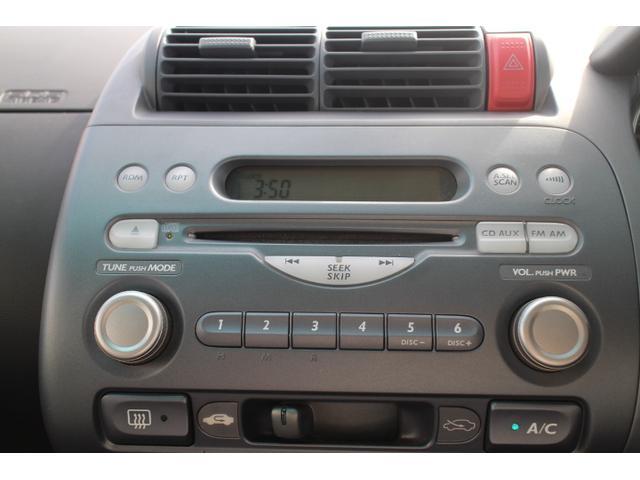 純正のCDプレーヤーも装備しておりますが社外のナビゲーションなどに変更することも可能です。