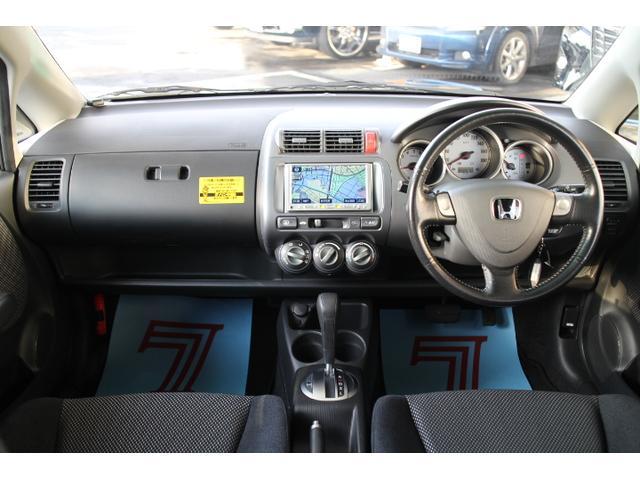 広々とした車内は毎日の運転を楽しくさせてくれます。