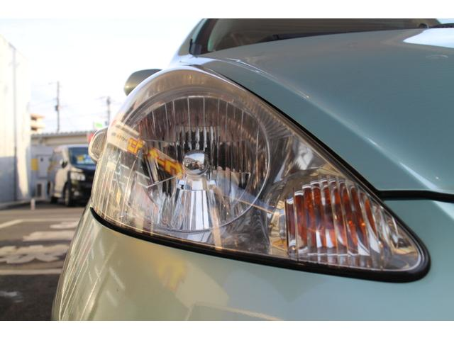 ヘッドライトは傷や汚れもなくきれいな状態です。フォグランプもついているので雨や霧でも安心です。