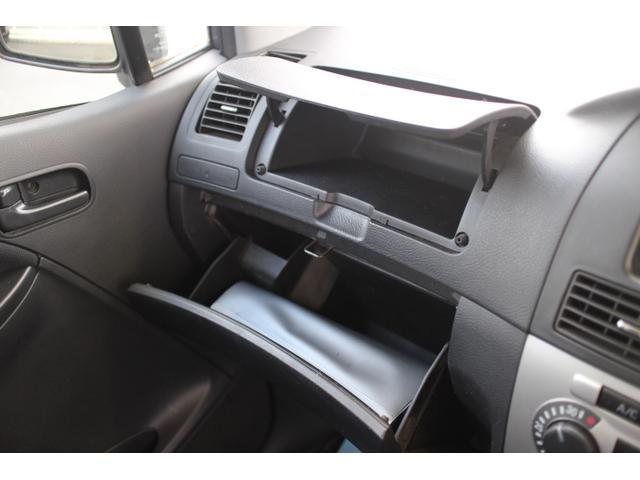 車は自然に荷物が増えていきますww携帯、ボールペン、小銭、カード類、お財布など収納があり、使いきれないほどの便利な収納スペース!使い方はお客様次第です☆