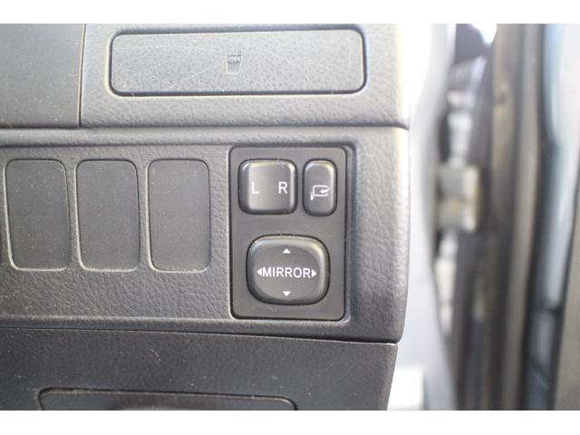 電格ミラーなので、車内からミラーの操作が可能です。