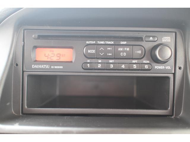 純正のオーディオも装備しておりますが社外のナビゲーションを装着することも可能です。