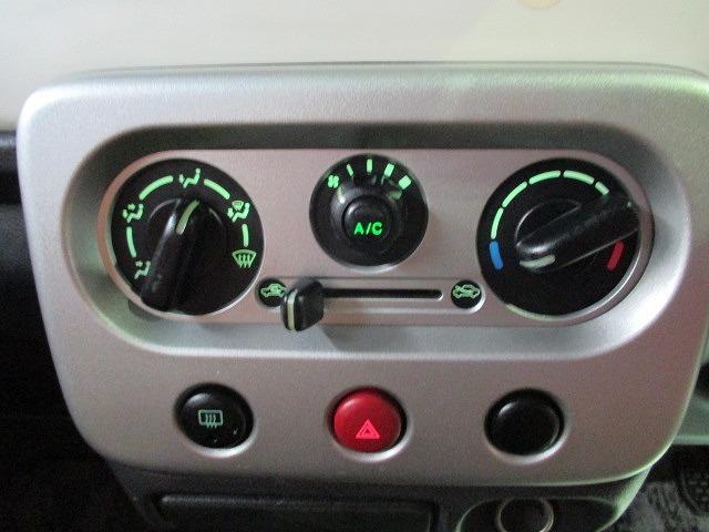 エアコンのスイッチ類は操作しやすいオーソドックスなダイヤル式です♪