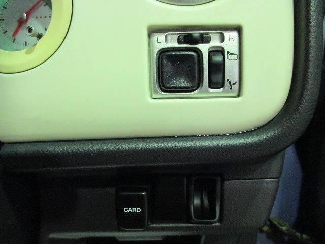 電動格納ミラーなので、狭い駐車場でも安心です。