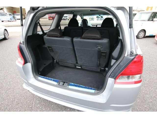 大容量のカーゴスペースには 大きな旅行バックも余裕で収納できます。
