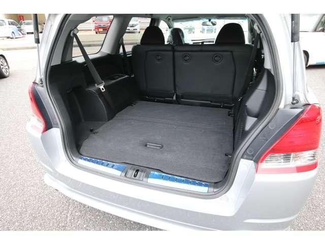 サードシートは床下収納です。