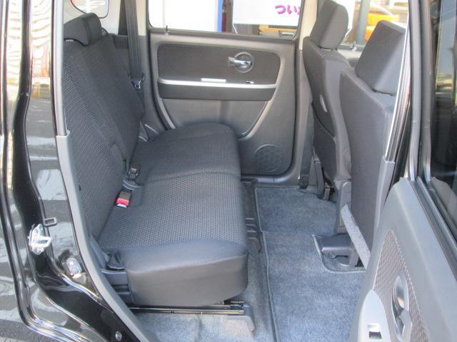 後部座席もスライドするので、後部座席もしっかりスペースが取れます。