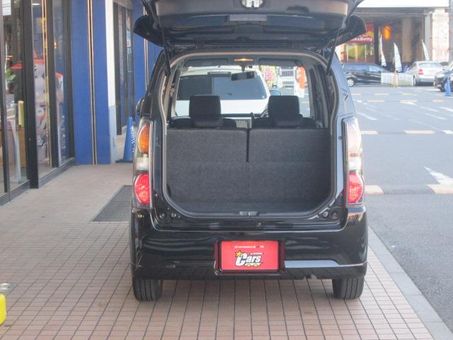 トランクの開口部も広々です。