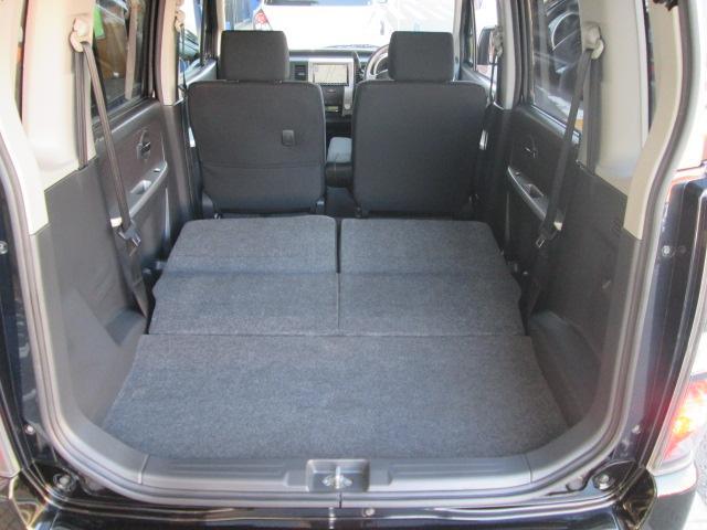 後部座席を倒せばフルフラットで荷物もたくさん積めます。