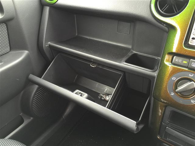 助手席の収納スペースも十分です!