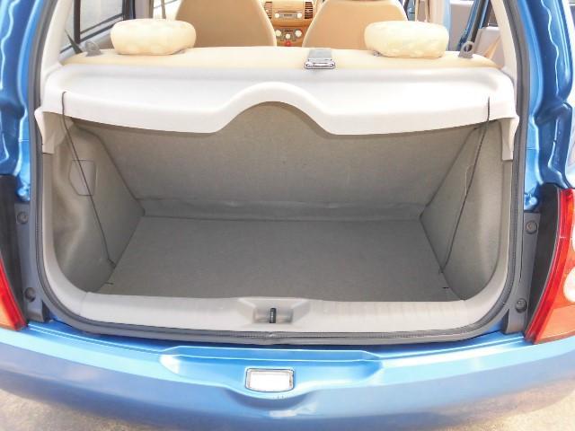 開口部分が広いので荷物の積み降しがしやすいですよ!セカンドシートを折りたためば大きな荷物も載せられますよ。