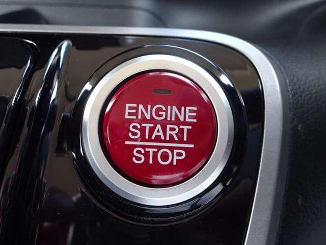 キーを取り出さなくても、ボタンを押してエンジン始動が出来る『プッシュエンジンスタート/ストップスイッチ』が便利です。暗くなっても鍵穴探す事無く簡単スタート!