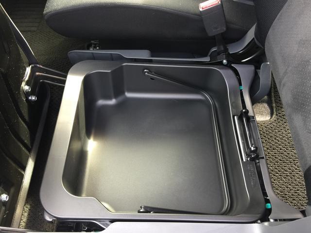 ★助手席シート下にも収納スペースございます★