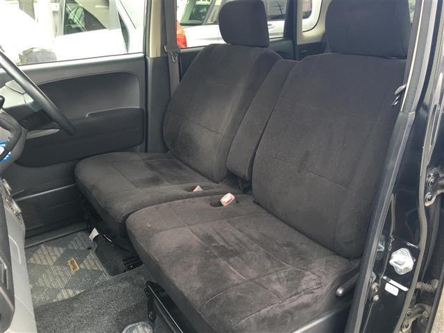 前席も足元広々でロングドライブも快適です!!