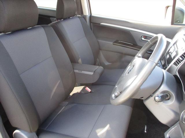 中古車で一番気になる内外装のコンディションは非常に良く、前オーナー様が丁寧に扱われていたのが感じ取ることが出来ます。