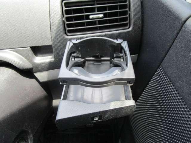 運転席側のドリンクホルダーになります!