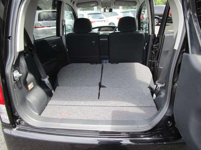 後部座席を倒せば更に広く活用が可能です!