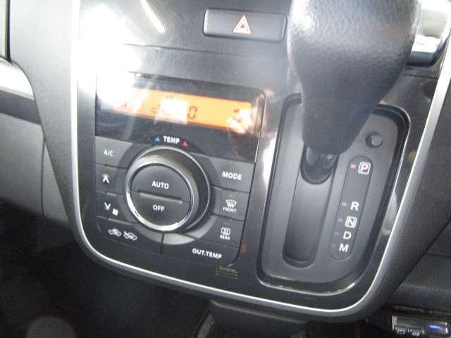 オートエアコンで車内は1年中快適に過ごせます☆