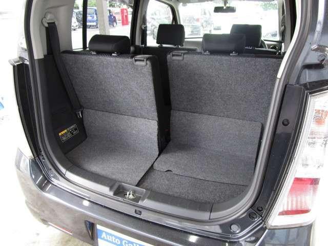 後部座席はスライドすることが出来てスペースの幅を広げる事が可能です☆