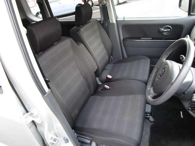 ゆったりとした運転席スペースになります☆