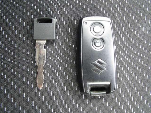 スマートキーで離れていても鍵の開け閉めが可能です☆