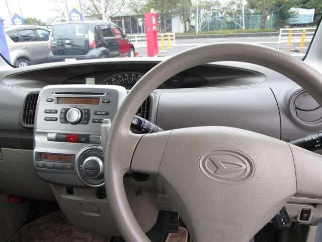 運転席です☆視界も良くすっきりとしたステアリングです☆
