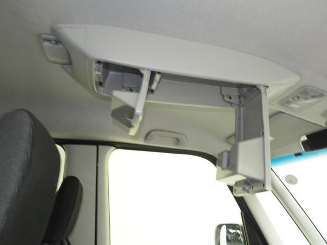 運転席と助手席の間の天井に収納ボックス(オーバーヘットコンソール)が付いてます。