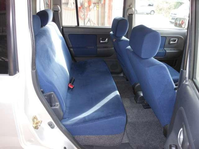 リヤシートもしっかりとクリーニングしております。足元も含めて綺麗にしております。