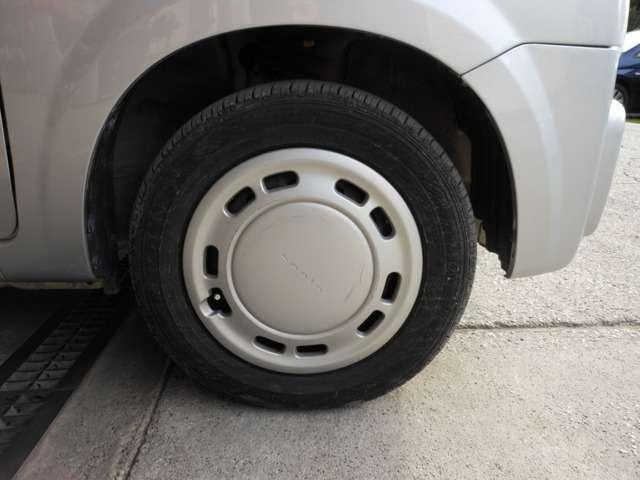 タイヤはヨコハマ、ブリヂストン、ミシュランを中心にタイヤも多数取り扱っており在庫も常時180本程ございます。タイヤチェンジャーも完備しておりますので、いつでも対応可能です。