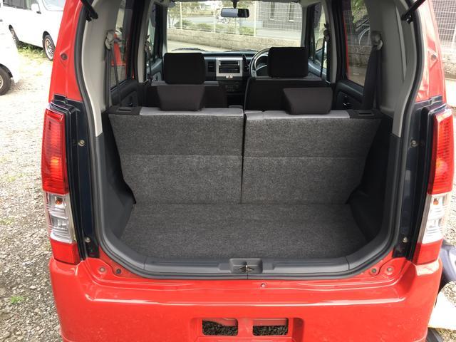 トランクを開けてもご覧のとおり、とっても綺麗なお車で、ラゲッジルームも十分な荷物スペースが確保されております!