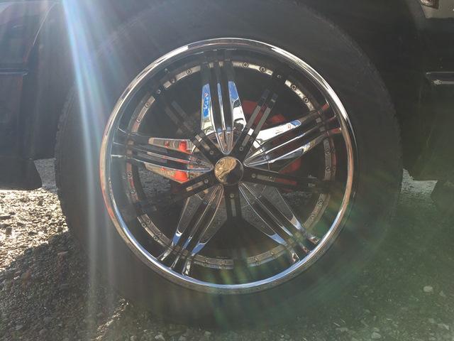 社外22インチアルミ付き!タイヤサイズは305/45/R22です。