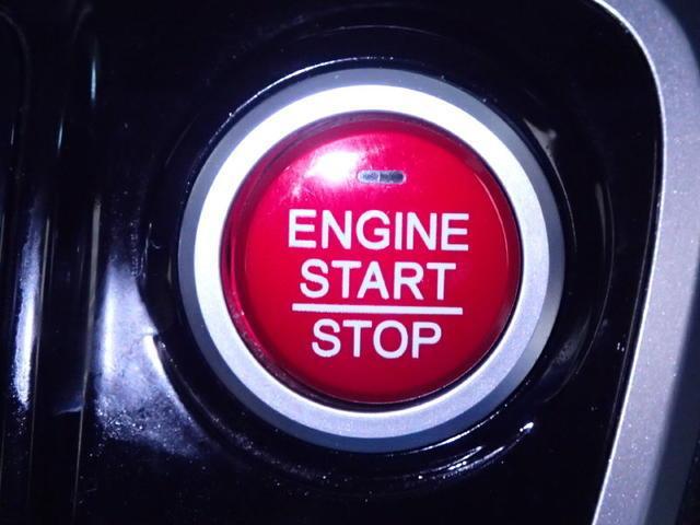 【スマートエントリー&スタートシステム】・・・スマートキーを携帯していればドアロックの解錠・施錠、ブレーキを踏みながらエンジンスタートスイッチを押すだけでエンジンが始動します。