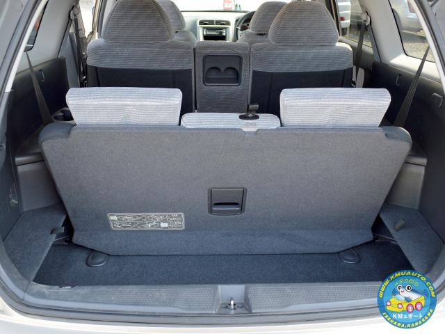 サードシート(3列目シート)は格納可能で、人が多く乗るときはさっと3列目シートを用意できます!