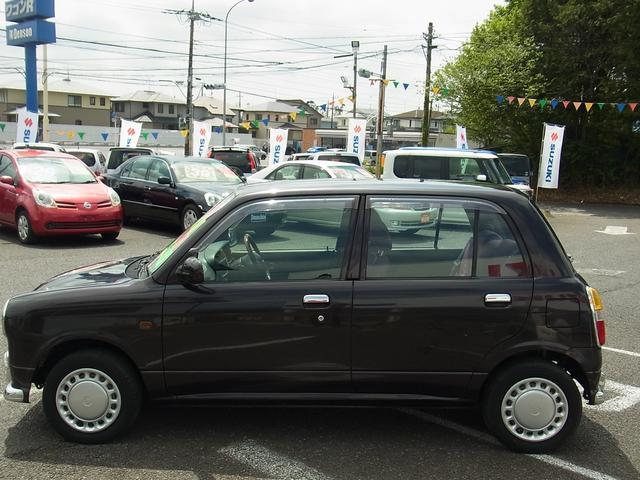 運転席エアバッグ付、キーレス付、CD付、ドアバイザー付、集中ドアロック付