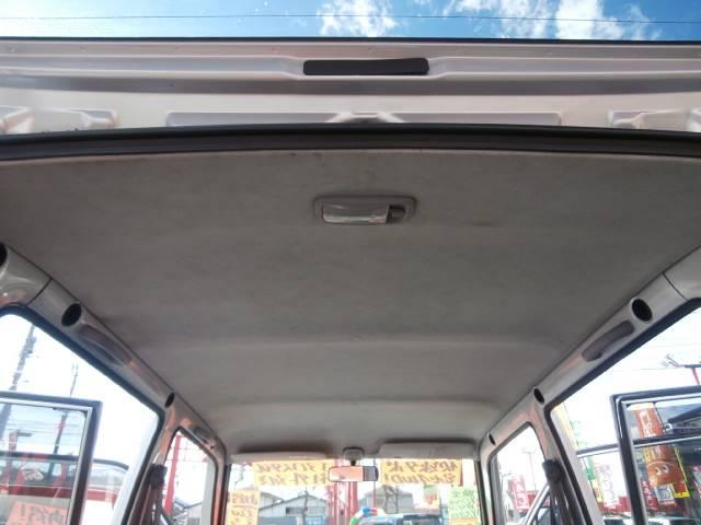 天井が高く座った時のヘッドクリアランスもタップリあり、座ると皆さん驚かれます!