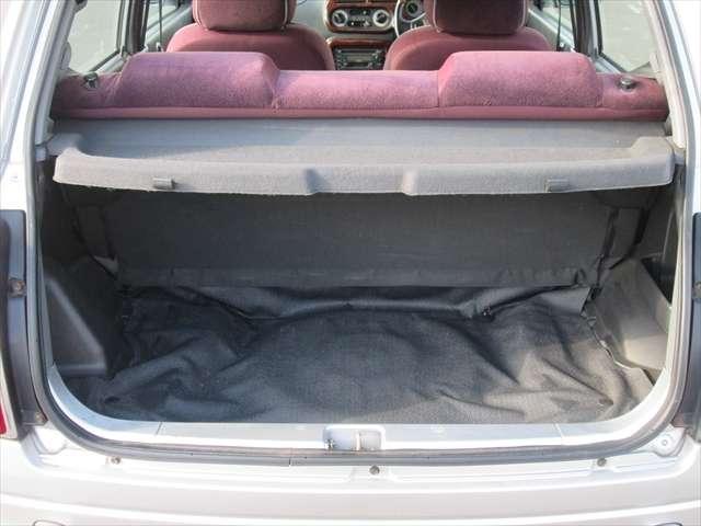 トランク内綺麗です。あまり広くないので、荷物を積みたい方には不向きかもしれません