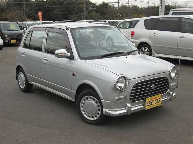 全体的に綺麗なお車です。目立つような傷や凹みはありません