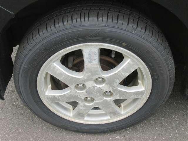 アルミホイールに傷がありますが、タイヤは4本とも新品交換してあります