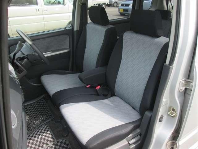 フロントシート、あまり綺麗ではありません。