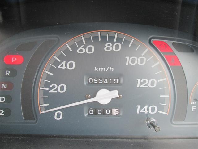 走行距離が9万キロ台ですので、まだまだお乗りいただけますね。「寿命は10万キロ」というのは過去の車です。調子も良いので安い分、お勧めですよ!