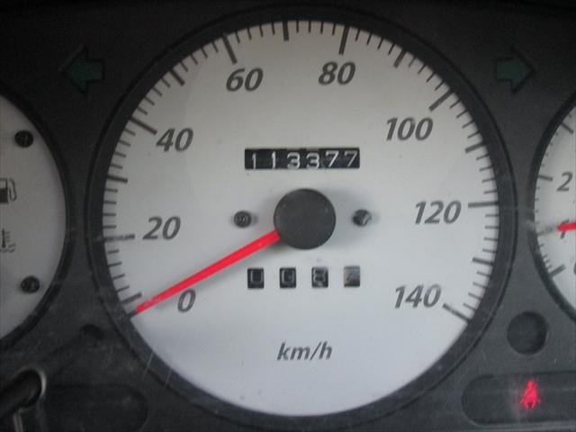 走行距離が11万キロ台ですが、調子は悪くないのでまだお乗りいただけます。