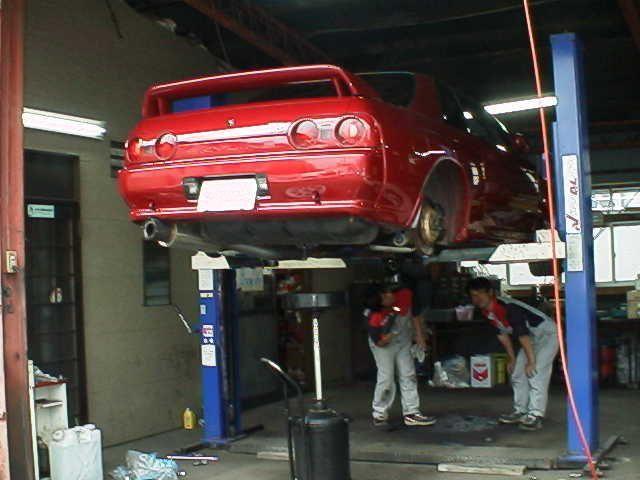 認証整備工場とも提携しております!車検整備や一般修理等お任せ下さい。積載車も完備しています!