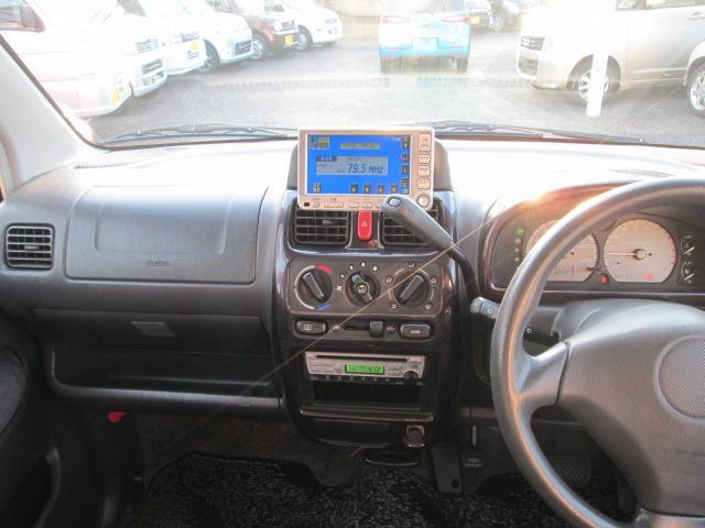 全車、認証工場にてプロの整備士が法定点検を行ない、記録簿に状態記入の上でのお渡しとなります。